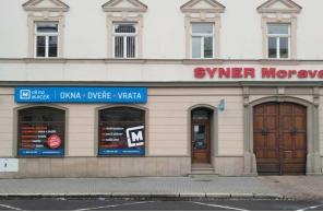 Vstup do pobočky Okna Macek Kroměříž